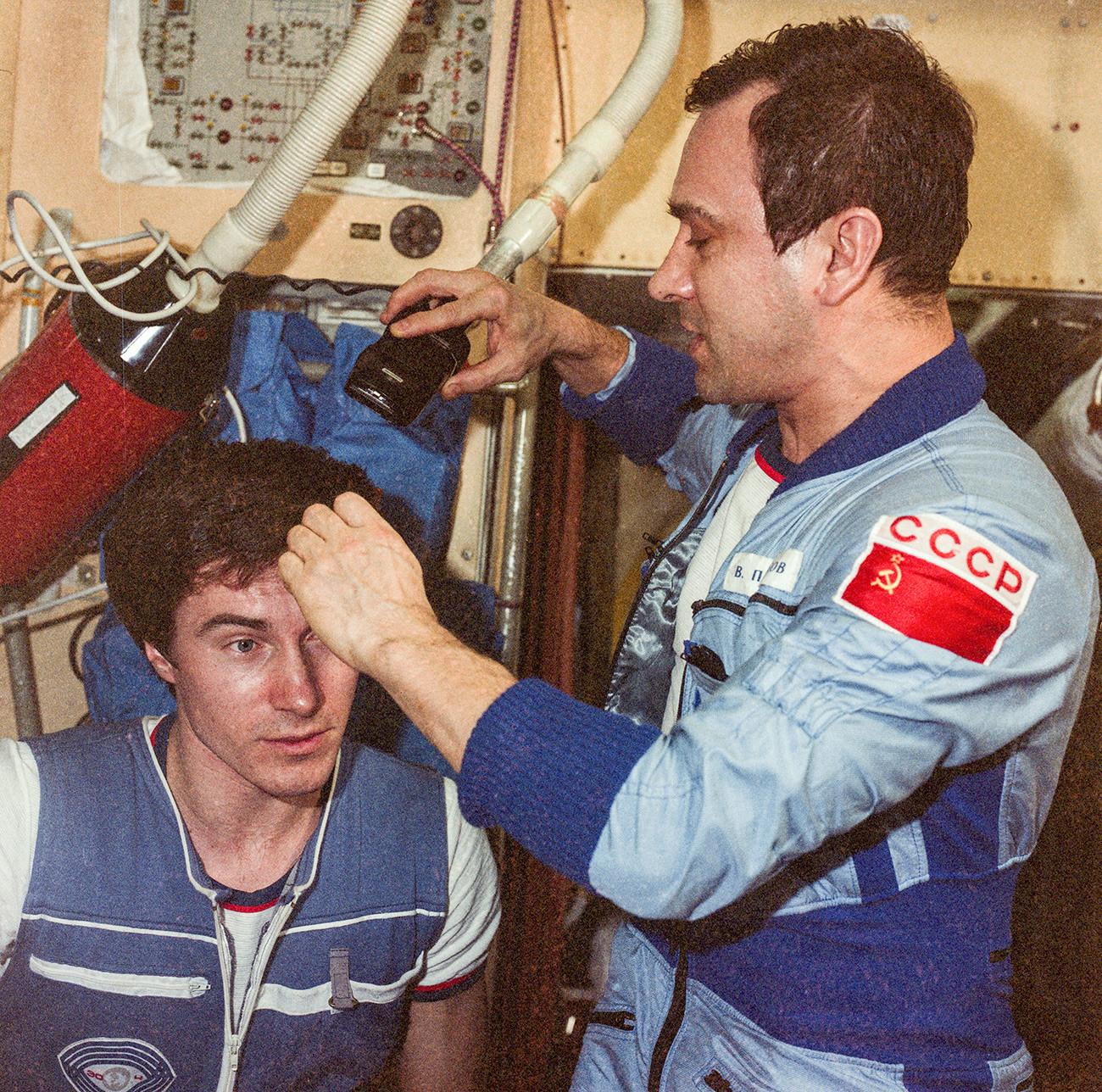 Sergej Krikaljov z Valerijem Poljakovom
