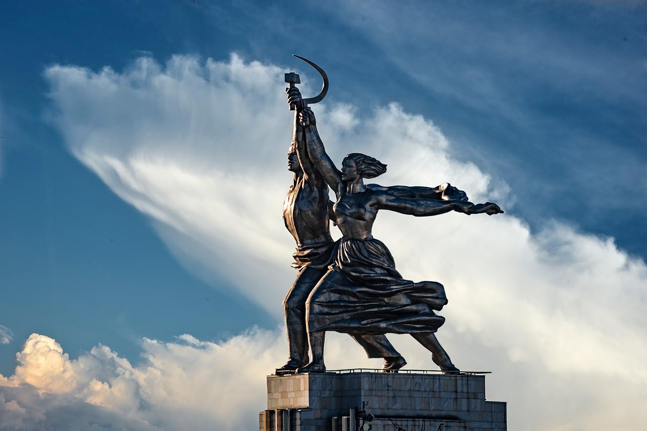 Вера Мухина. Рабочий и колхозница