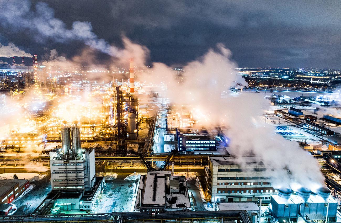 Московска фабрика за прераду нафте у рејону Капотња.