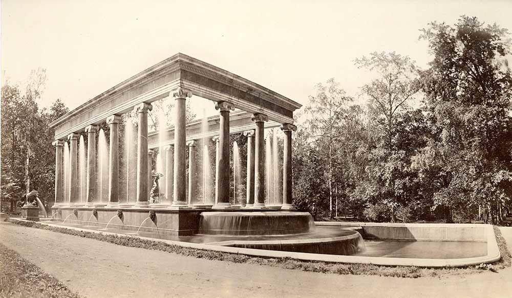 Le parc inférieur de Peterhof. La fontaine Cascade aux lions, 1876. Carl Schultz