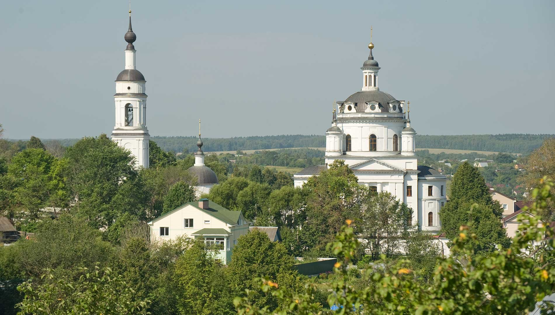 Maloyaroslavets. St. Nicholas-Chernoostrovsky Convent. Bell tower & Cathedral of St. Nicholas, south view. August 7, 2016