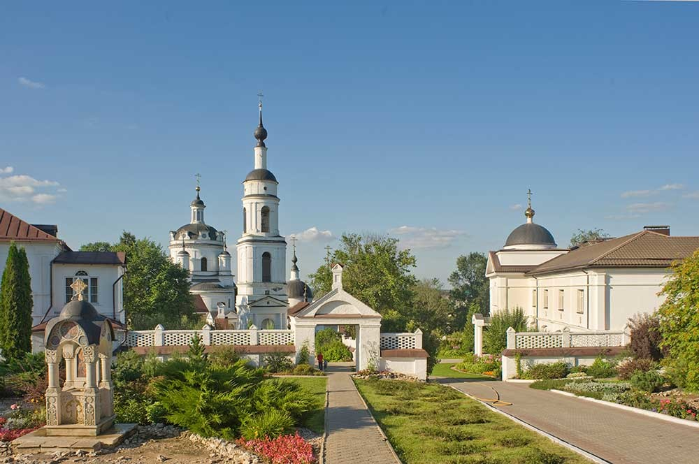 St. Nicholas-Chernoostrovsky Convent. From left: Chapel of the