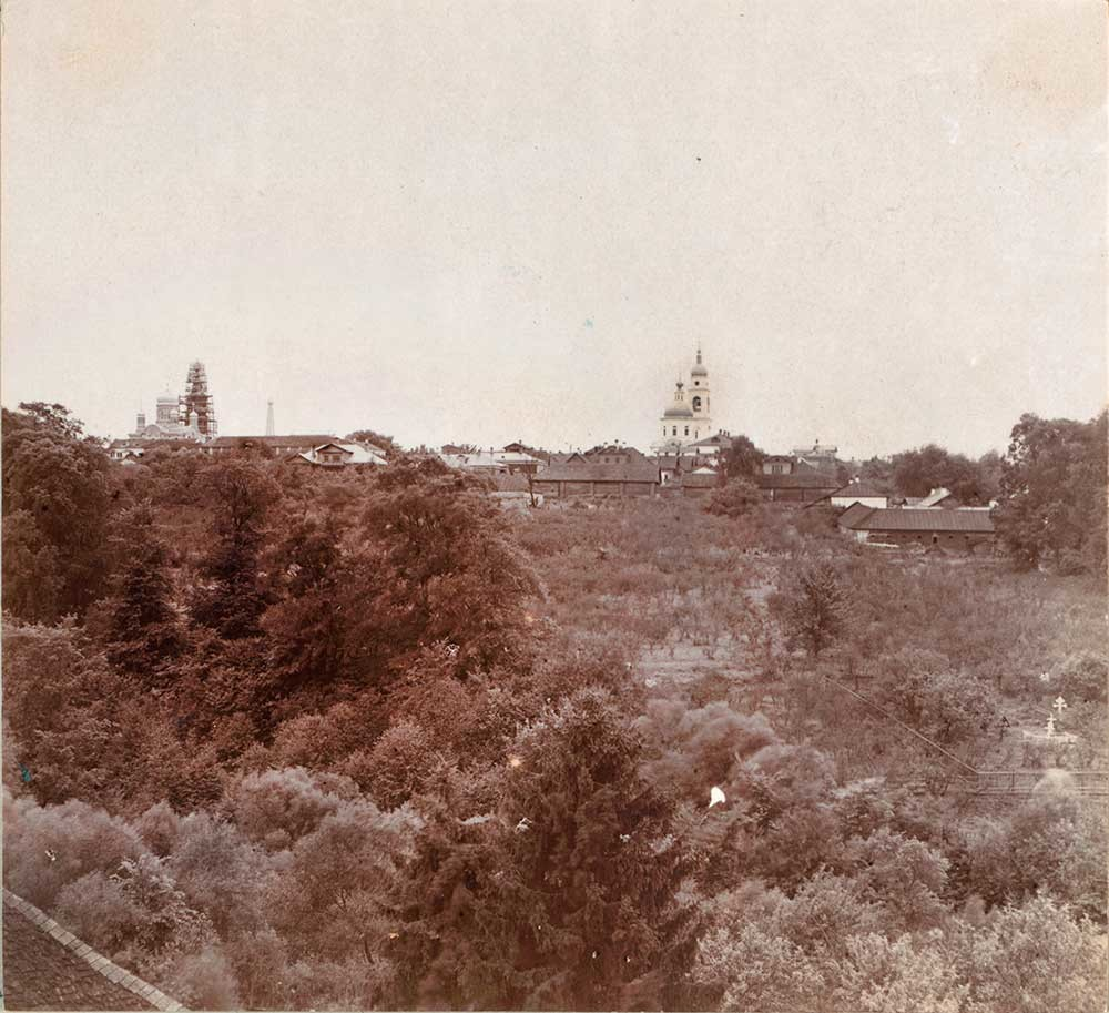 Maloyaroslavets, view from northeast. Dormition Cathedral (left), bell tower & Cathedral of Kazan Icon. Summer 1912