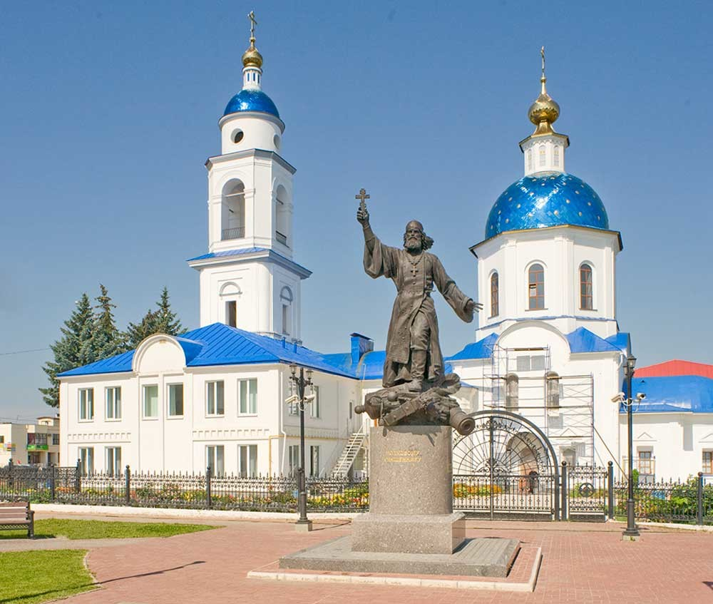 Maloyaroslavets. Monument to Regimental Priest (2014), Cathedral of Kazan Icon of the Virgin, south view. August 7, 2016