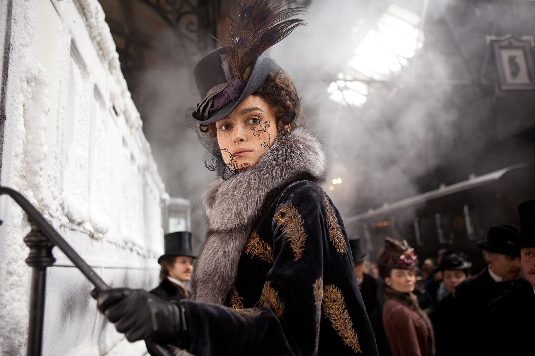 Можда Кира Најтли није била баш најбољи избор за улогу Карењине, али је Џо Рајт још једном скренуо пажњу на Толстојеву класику.