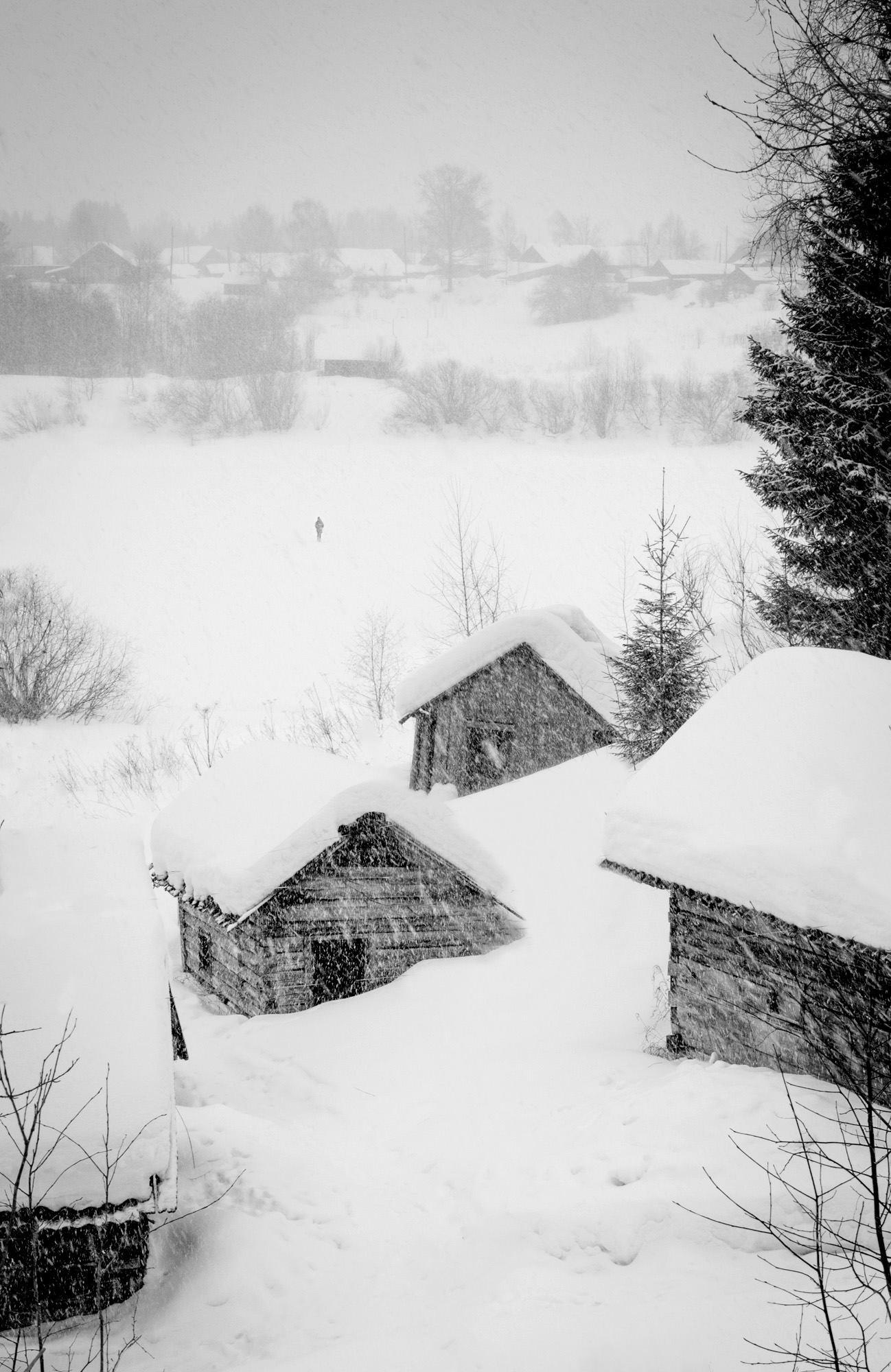 Case diroccate nel villaggio di Shelokhovskaja