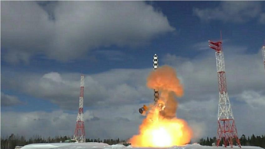Izstrelitev rakete Sarmat s kozmodroma Pleseck