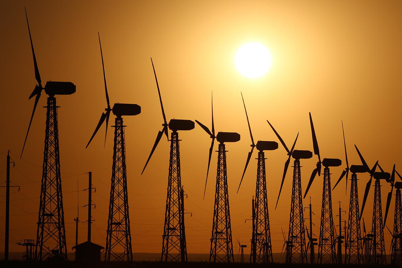 クリミアにあるミロノフスカヤ集合型風力発電所の風力原動機。