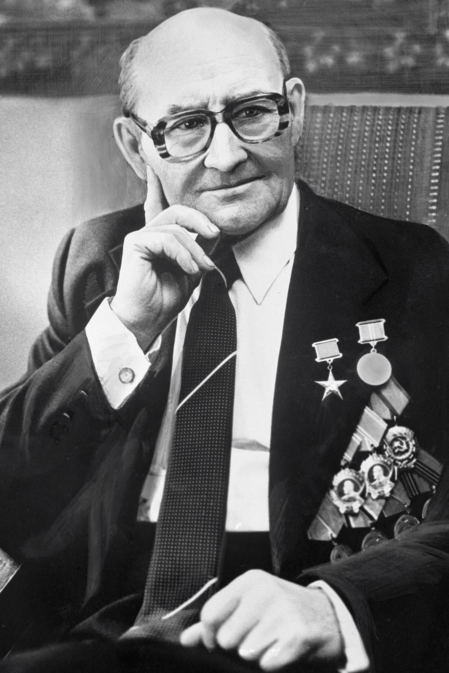Николај Фјодорович Макаров, советски конструктор на оружје. Херој на социјалистичкиот труд, добитник на Сталиновата награда и на Државната награда на СССР. Почесен граѓанин на Тулската област.