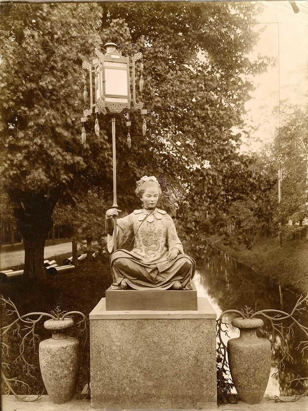 Голeмият китайски мост в Александровския парк в Царско село, 1900 г.
