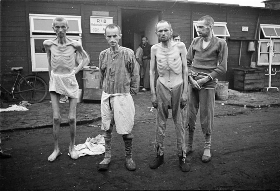Sovjetski ratni zarobljenici u oslobođenom logoru Sachsenhausen.