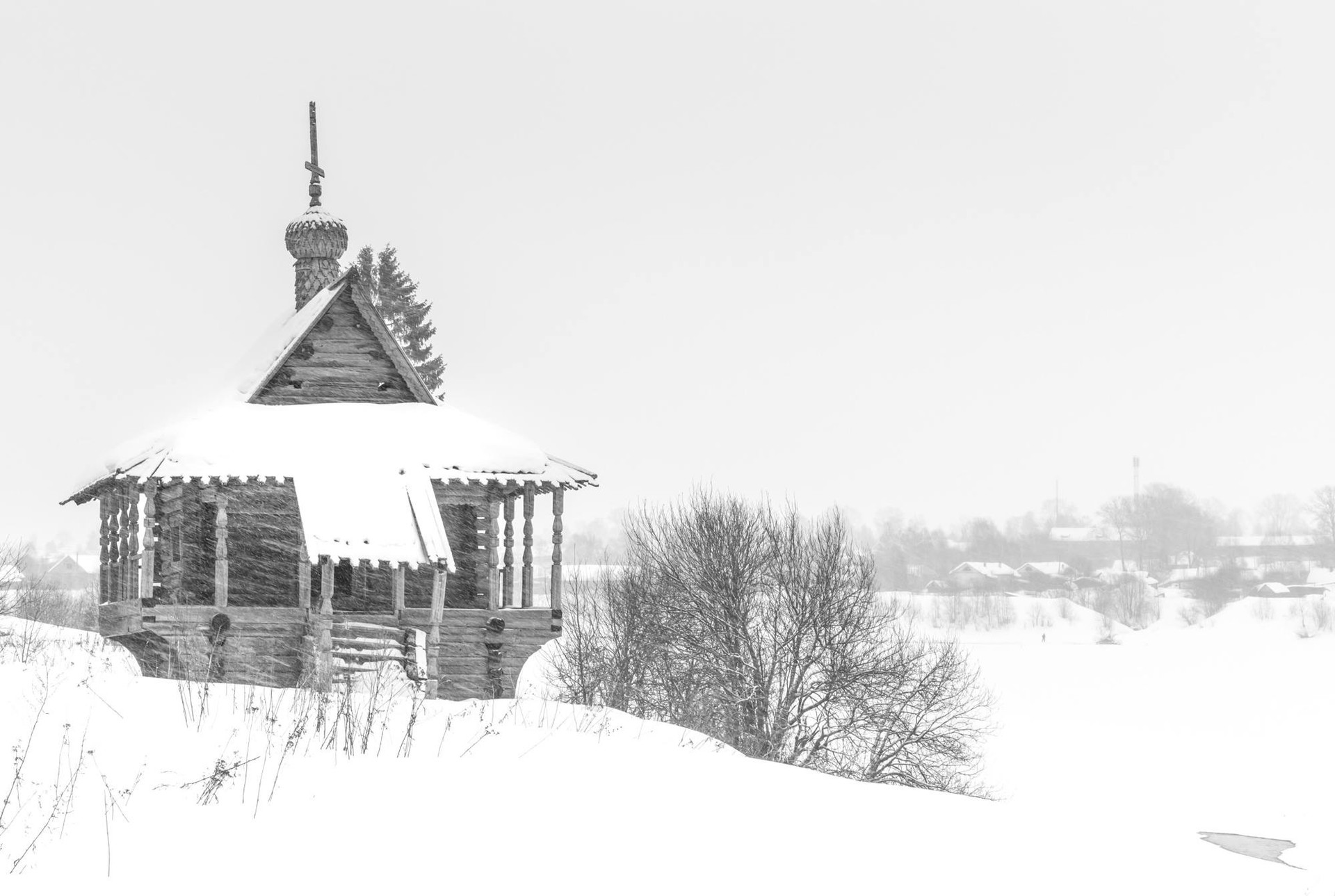 聖母ポクロフ礼拝堂(コネヴォ村)