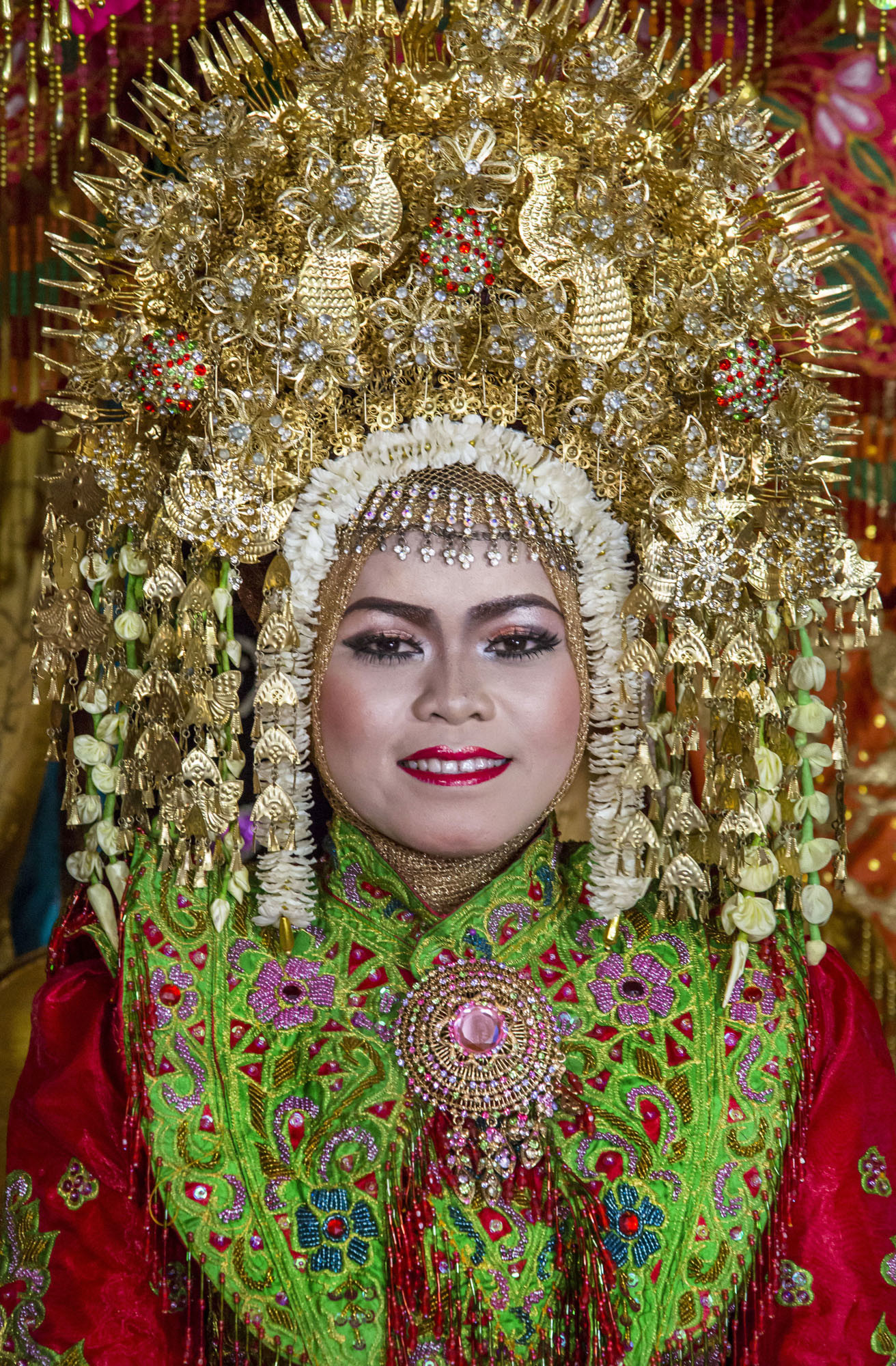 Pengantin perempuan di pesta pernikahan tradisi Minangkabau, Sumatra Barat.
