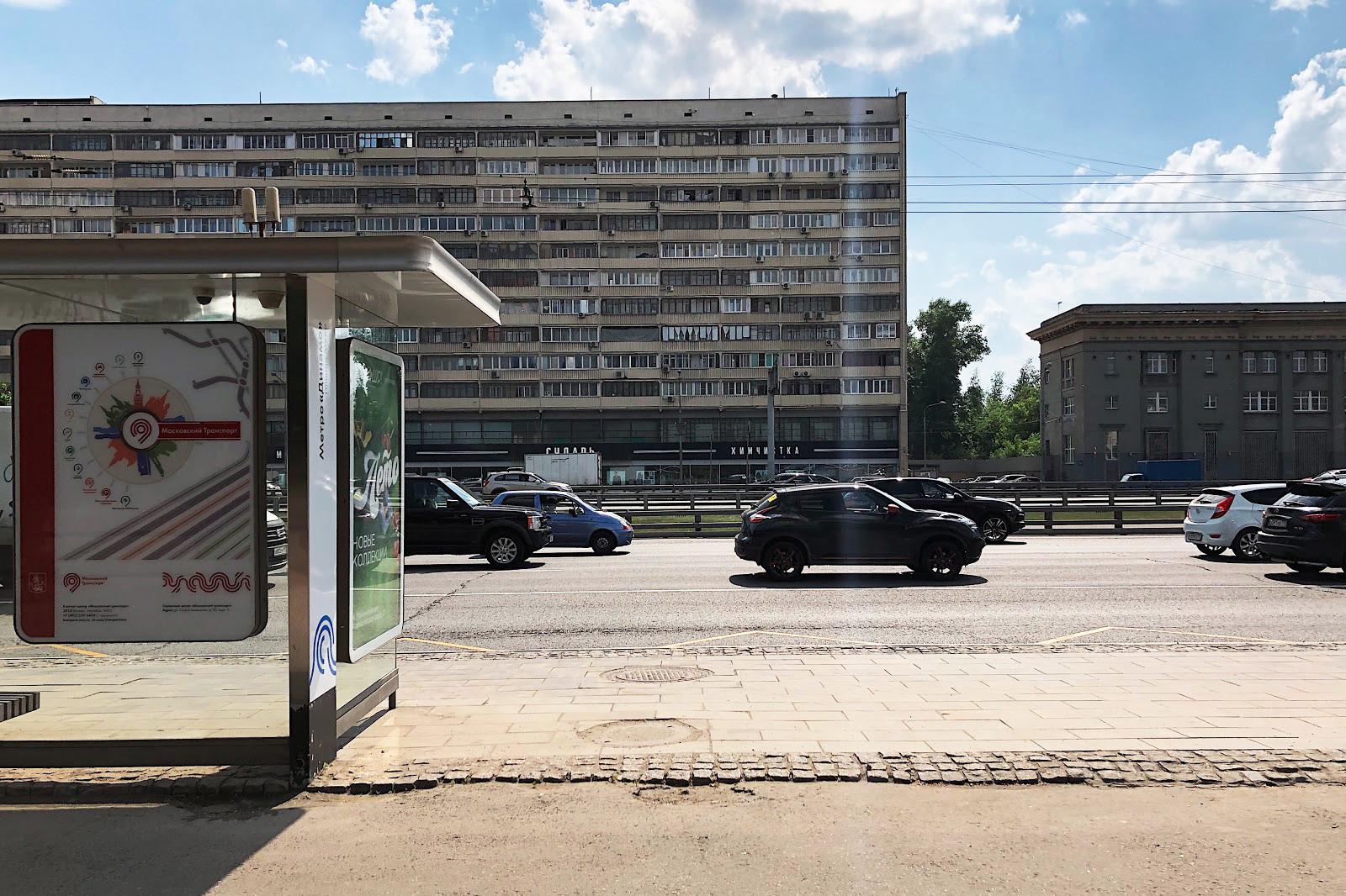 Жилищна сграда на Ленинградски проспект. Построена е през 1964 г. за работниците на ОКБ-155 – авиостроителен завод