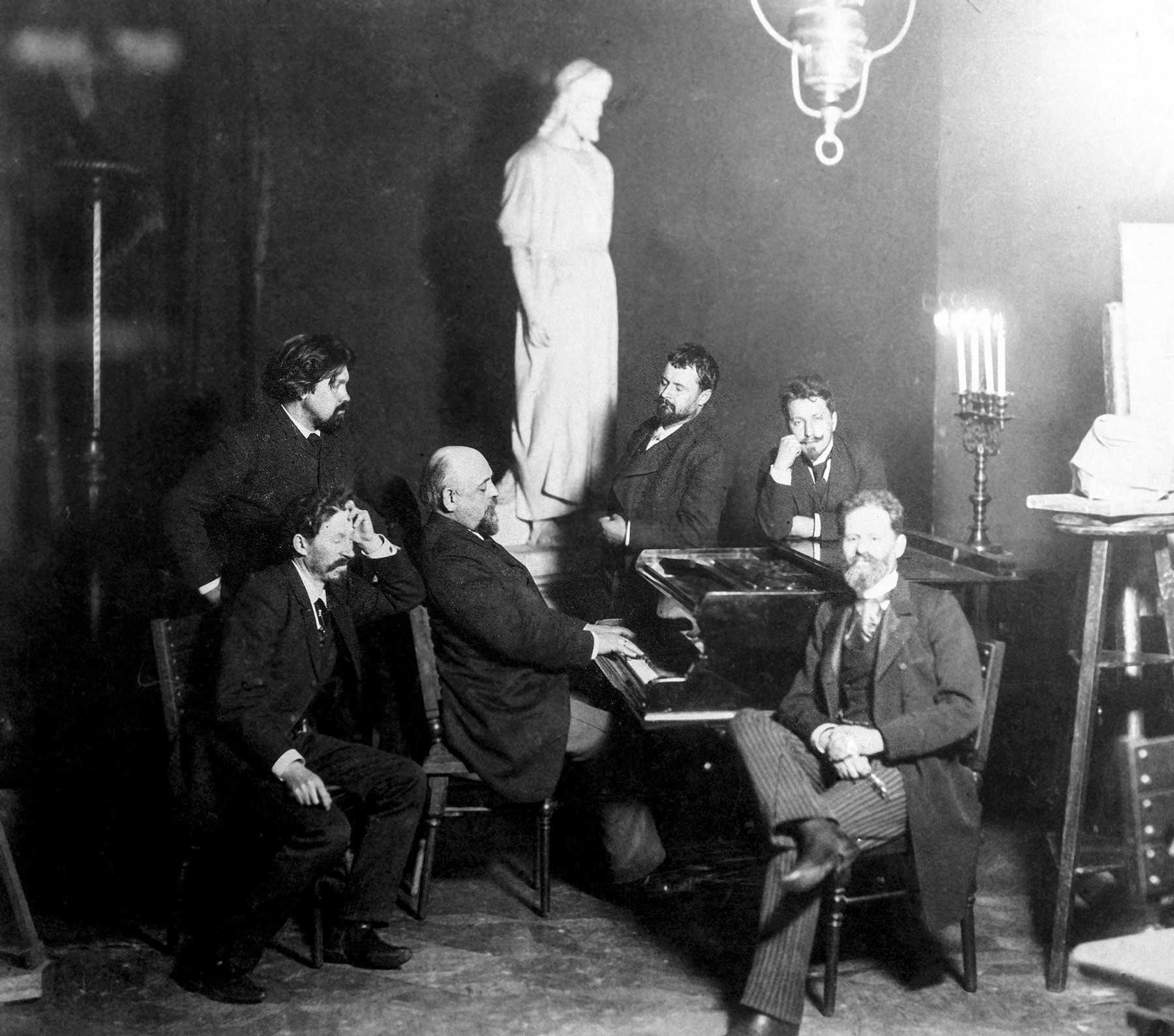 v.l.n.r.: Ilja Repin, Wassili Surikow, Konstantin Korowin, Walentin Serow und Mark Antokolskij in Abramzewo