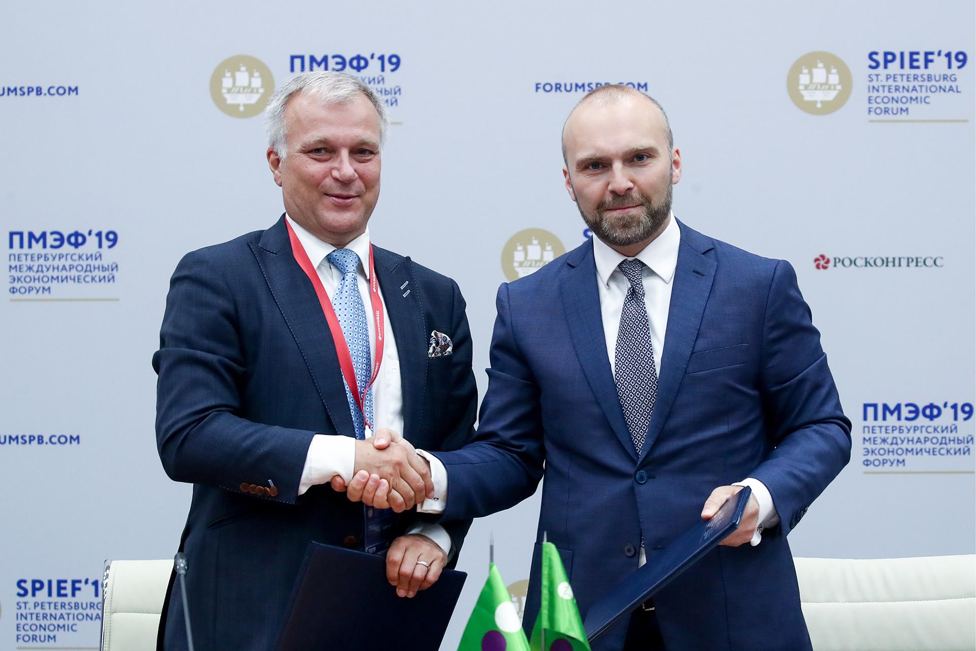 Ари-Джуси Кнаапила, президент и главен изпълнителен директор на Cinia Oy (вляво) и Геворк Вермишян, главен изпълнителен директор на