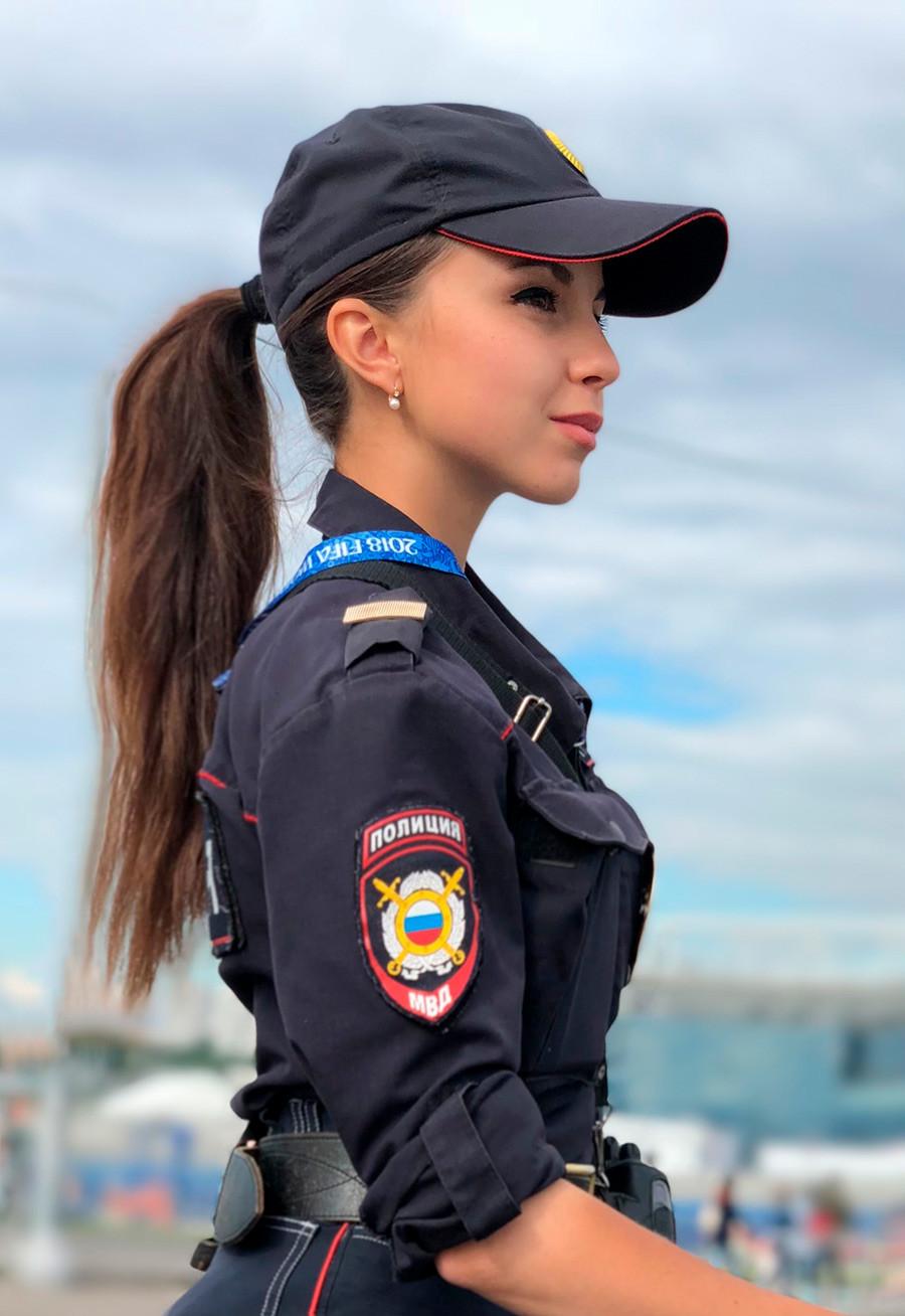 Russische Schönheit: Russlands sympathischste Polizistin