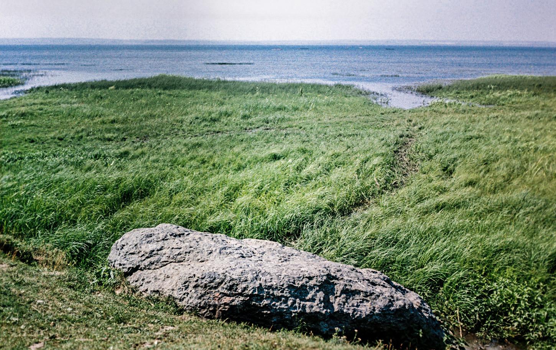 Der berühmte Blaue Stein, den die Neo-Heiden für sakral halten