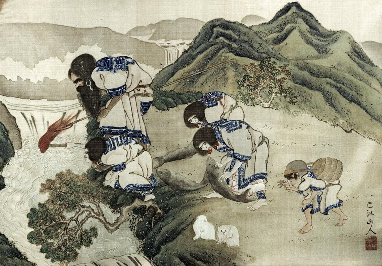 """Старинска слика непознатог јапанског уметника где су приказани припадници народа Аину током риболова. Из колекције Санктпетербуршког музеја антропологије и етнографије """"Петар Велики""""."""