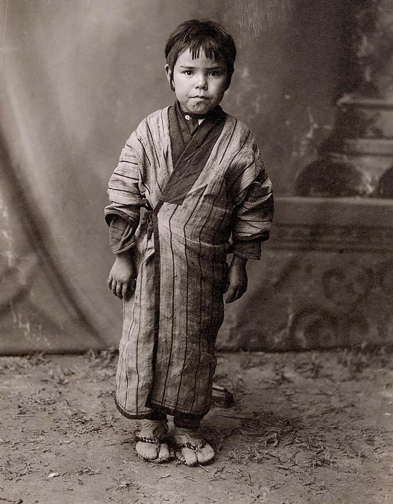 Дете из народа Аину.