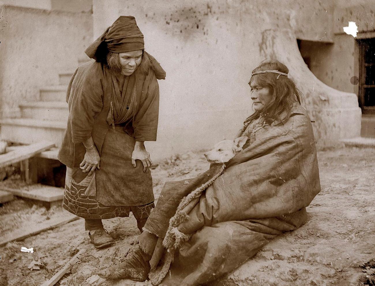 Жене из народа Аину.