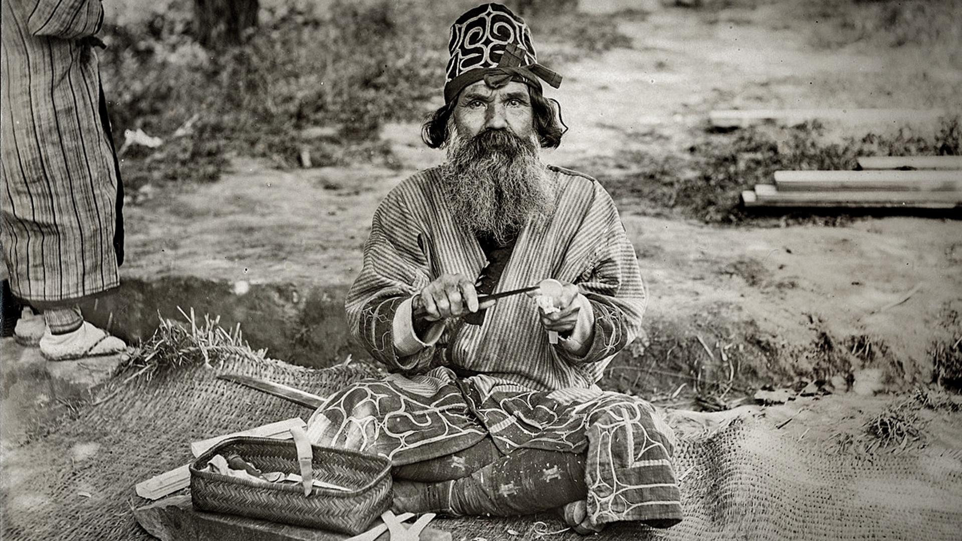 Уметник из народа Аину.