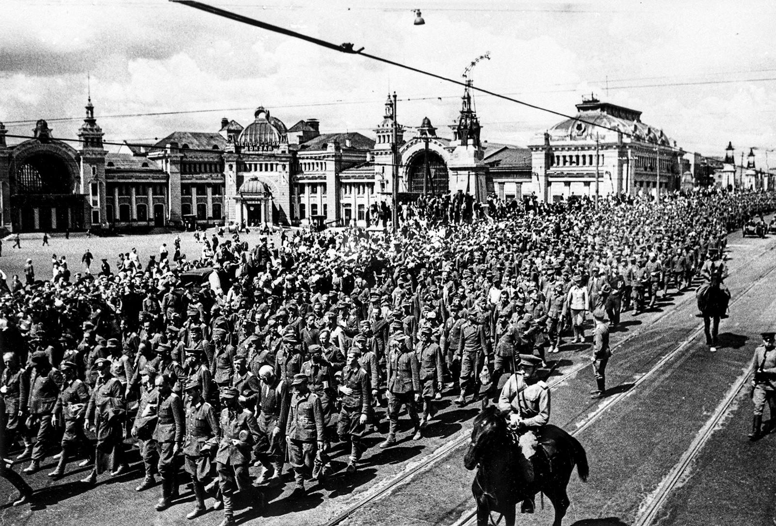 Велики отаџбински рат, заробљени Немци на улици Горког, Москва.