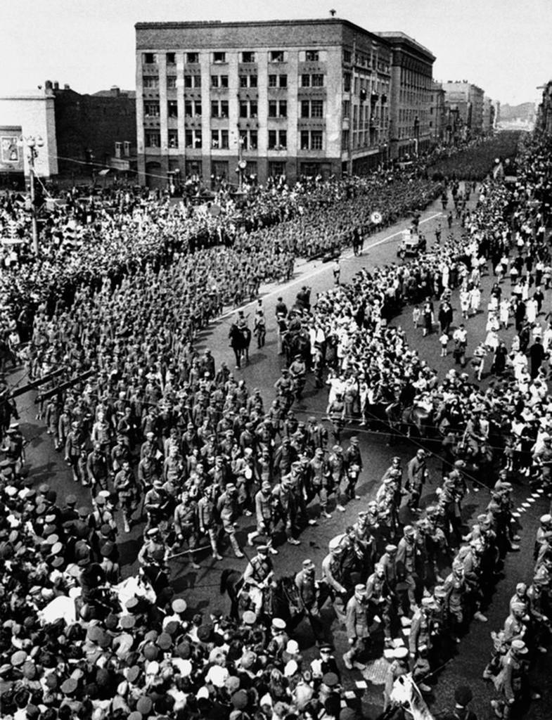 """""""Парада побеђених"""", Москва, 1944."""