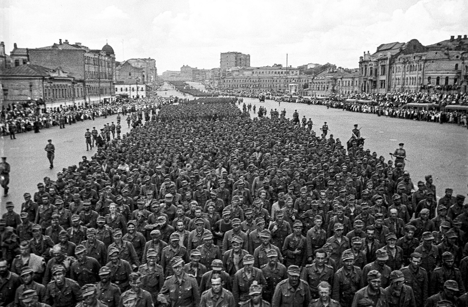 How German soldiers marched through Moscow during WWII - Russia Beyond