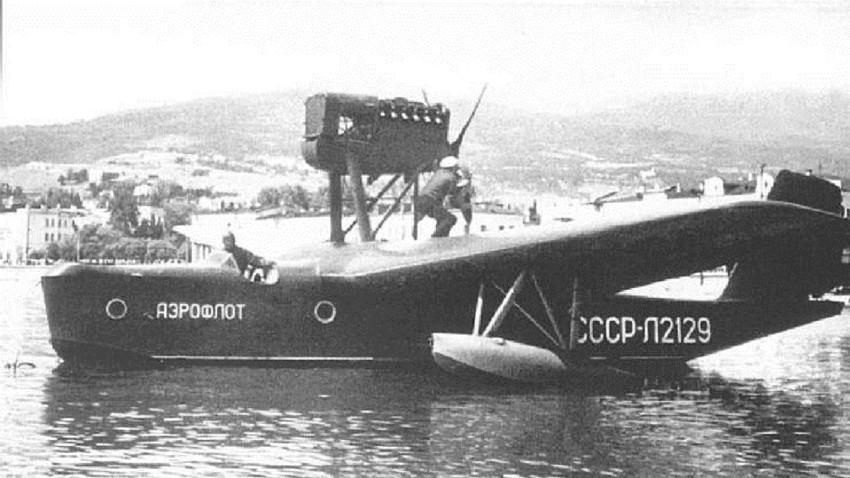 Beriev MBR-2 sendo preparado para decolar