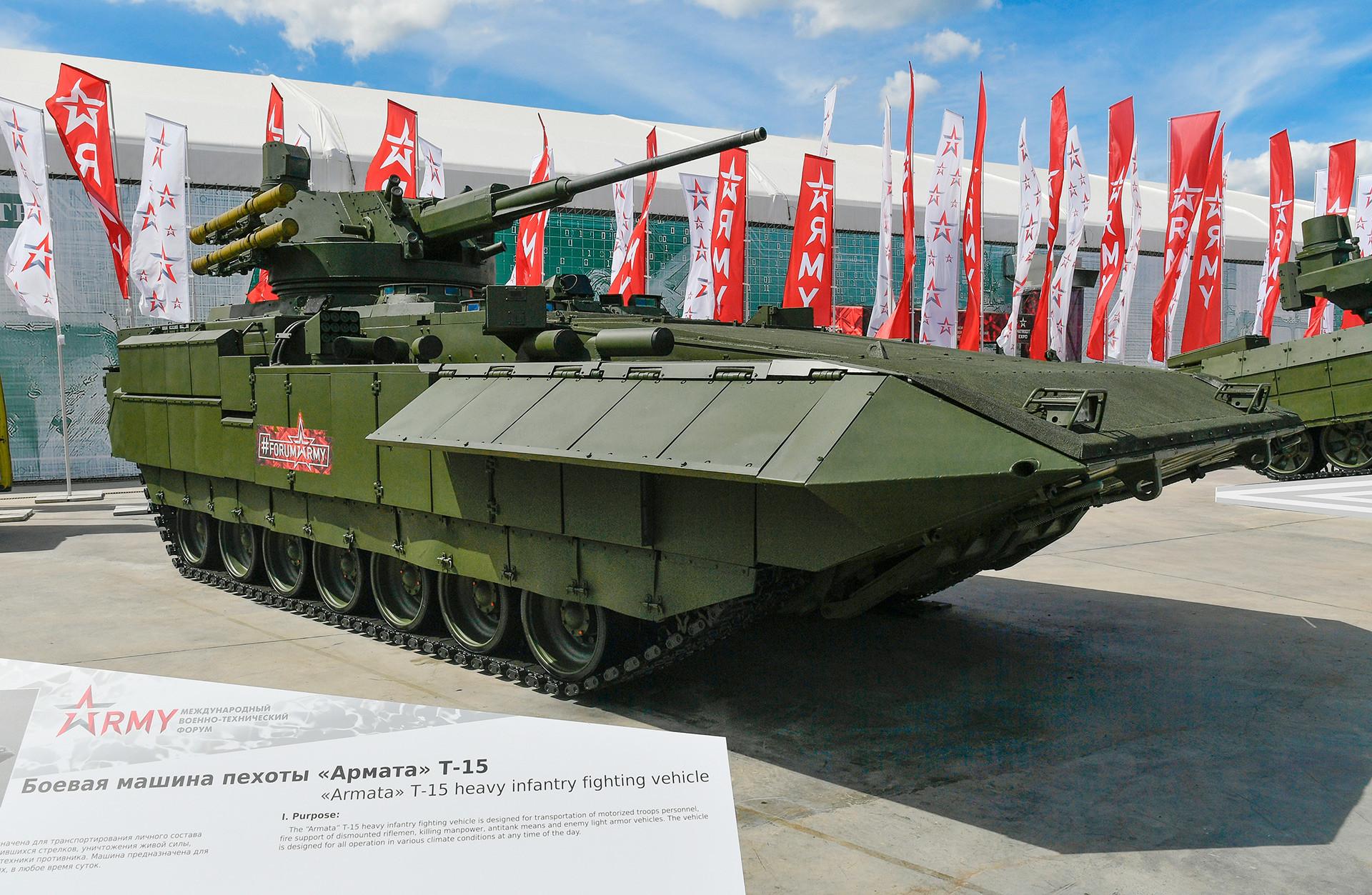 Veículo de combate blindado russo baseado na plataforma universal Armata T-15 com o módulo de combate AU-220M
