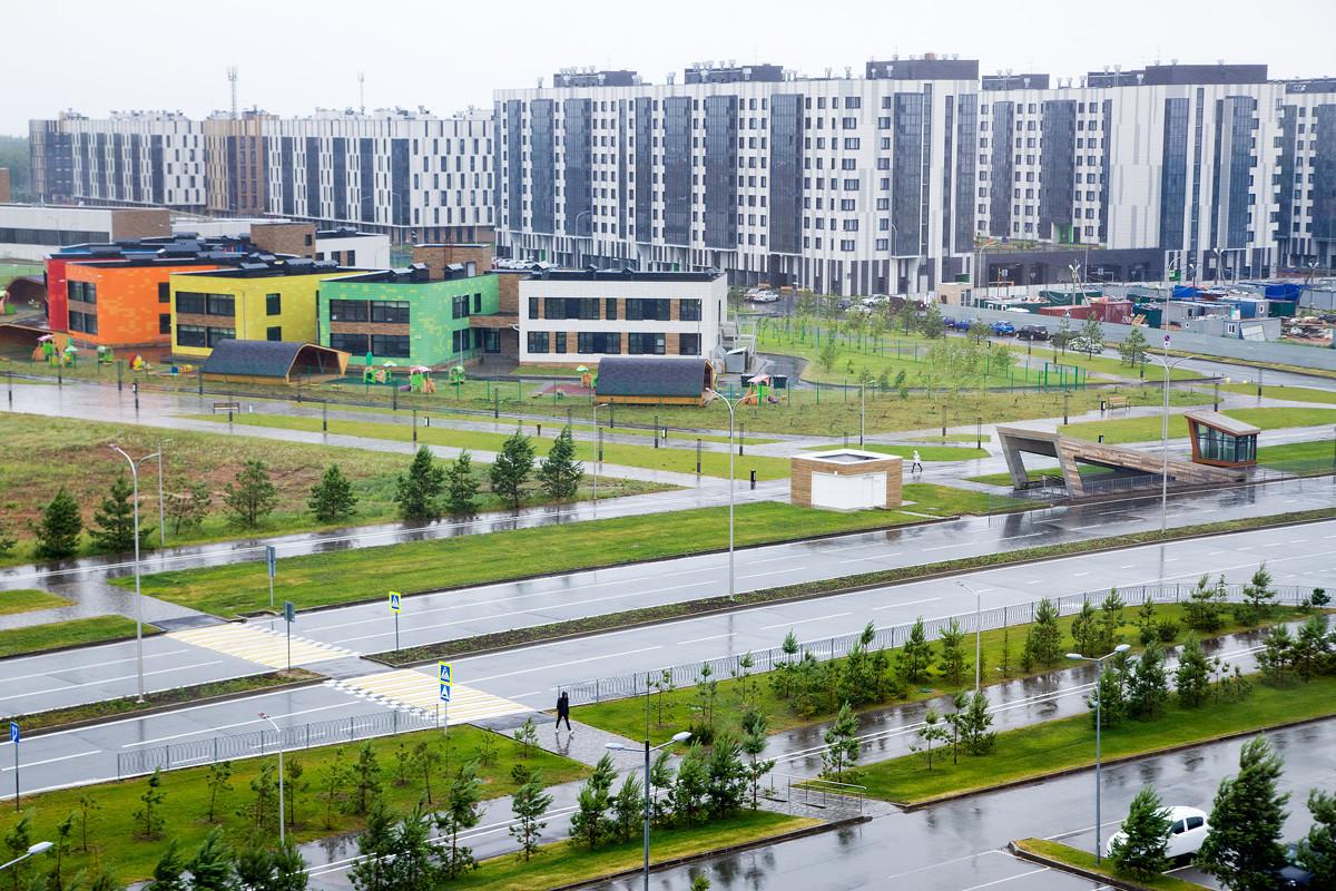 Вид из Технопарка на жилые кварталы.