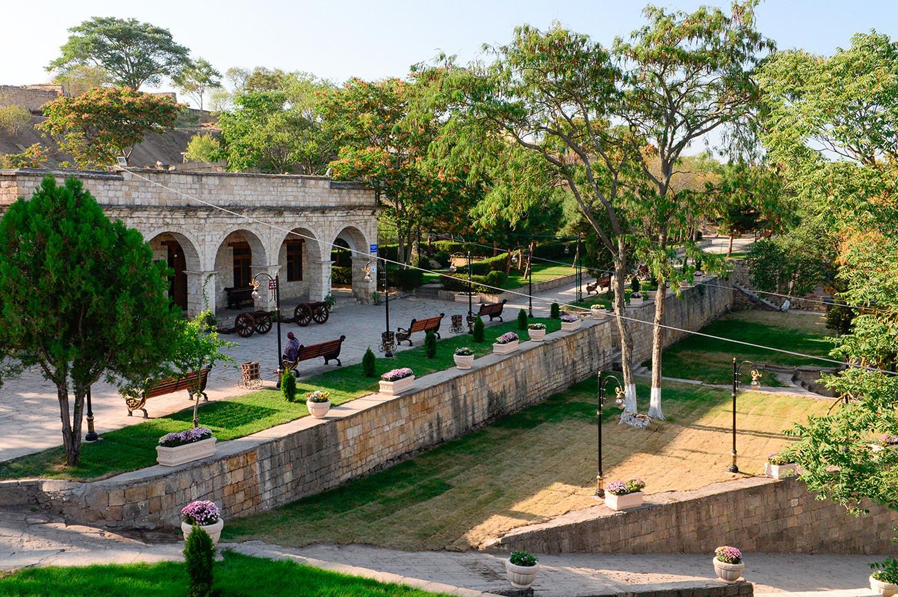 """Музеј """"Утврђење Нарин Кала"""" (део Дербентског државног историјско-архитектонског и уметничког завичајног музеја) у граду Дербенту, Република Дагестан."""