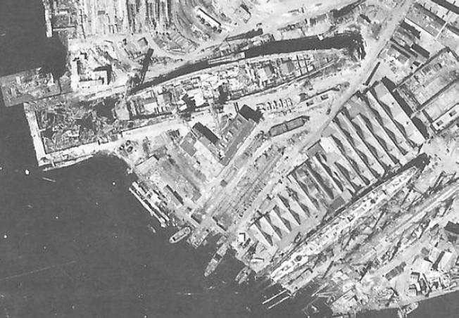 """Корабостроителница """"Орджоникидзе"""" в Ленинград, където са направени бойните кораби"""