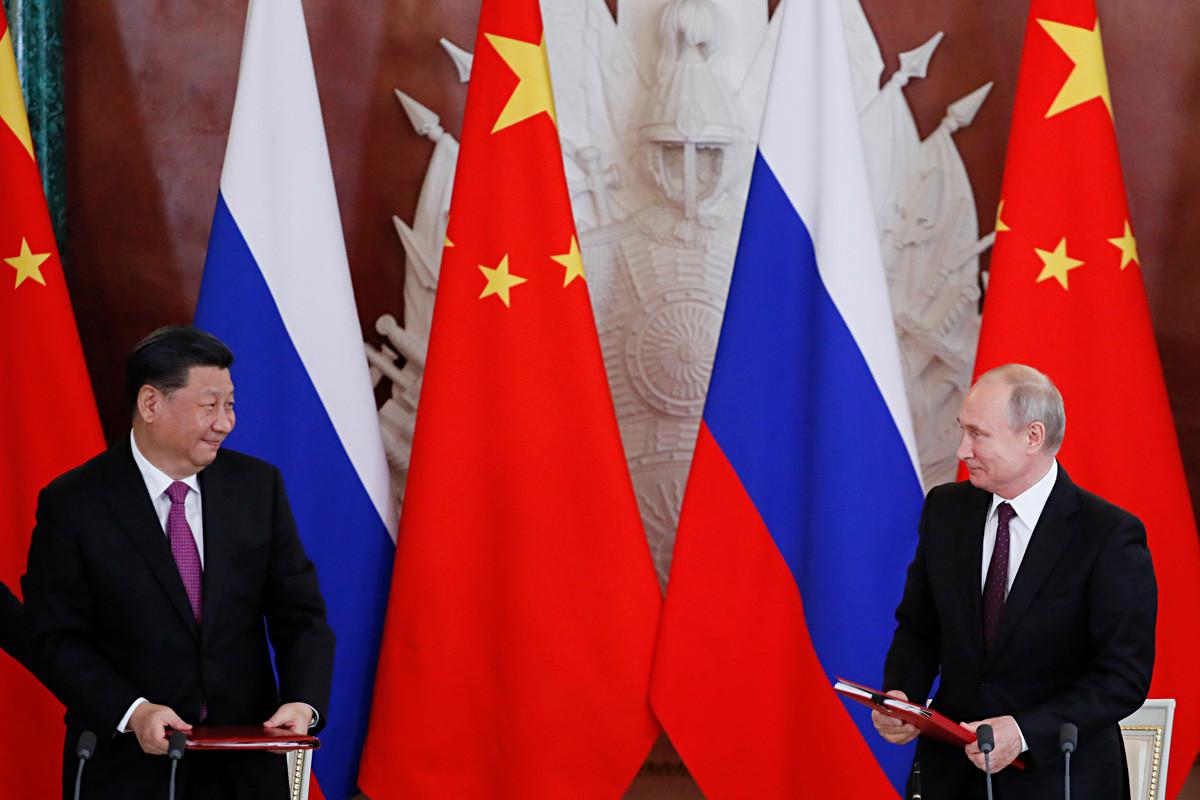 ロシアのウラジーミル・プーチン大統領と中国の習近平国家主席。2019年6月5日。