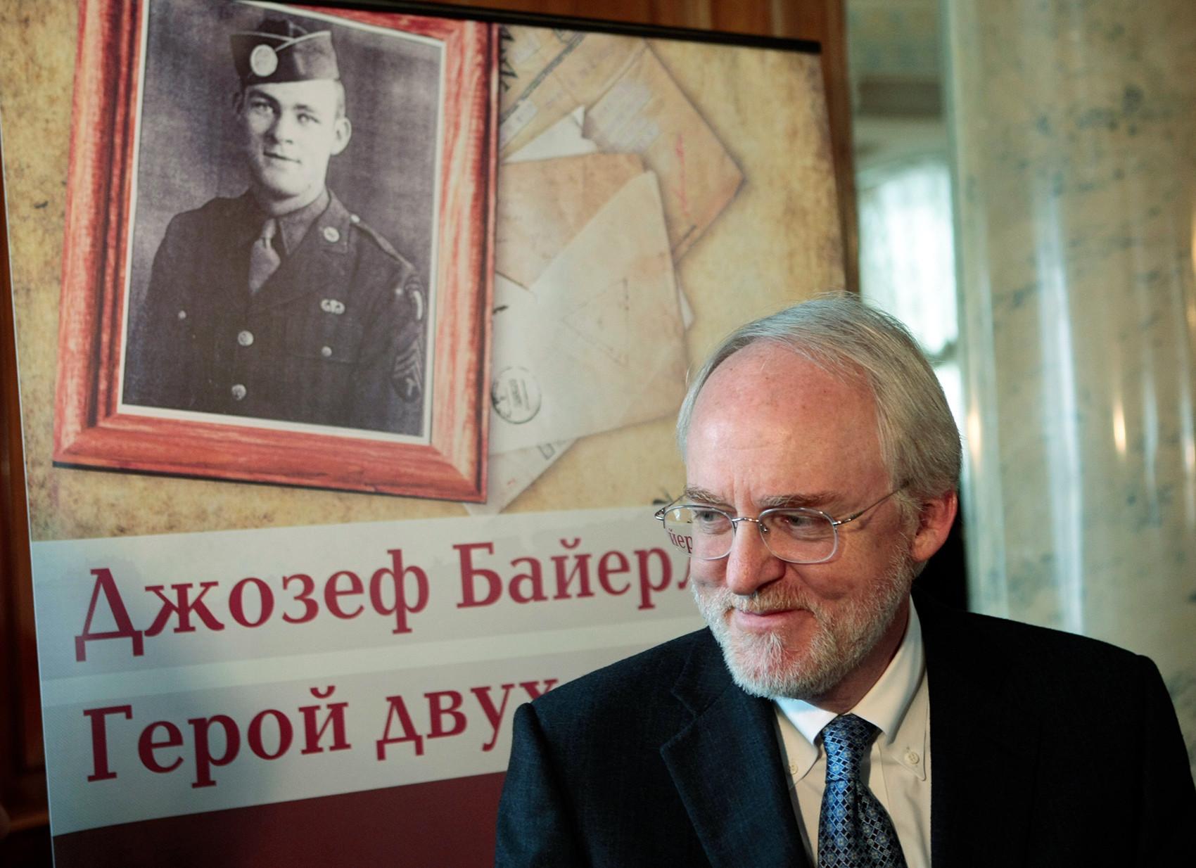 Джон Бейрле, сын Джозефа, занимал пост посла США в Москве с 2008 по 2012 год.