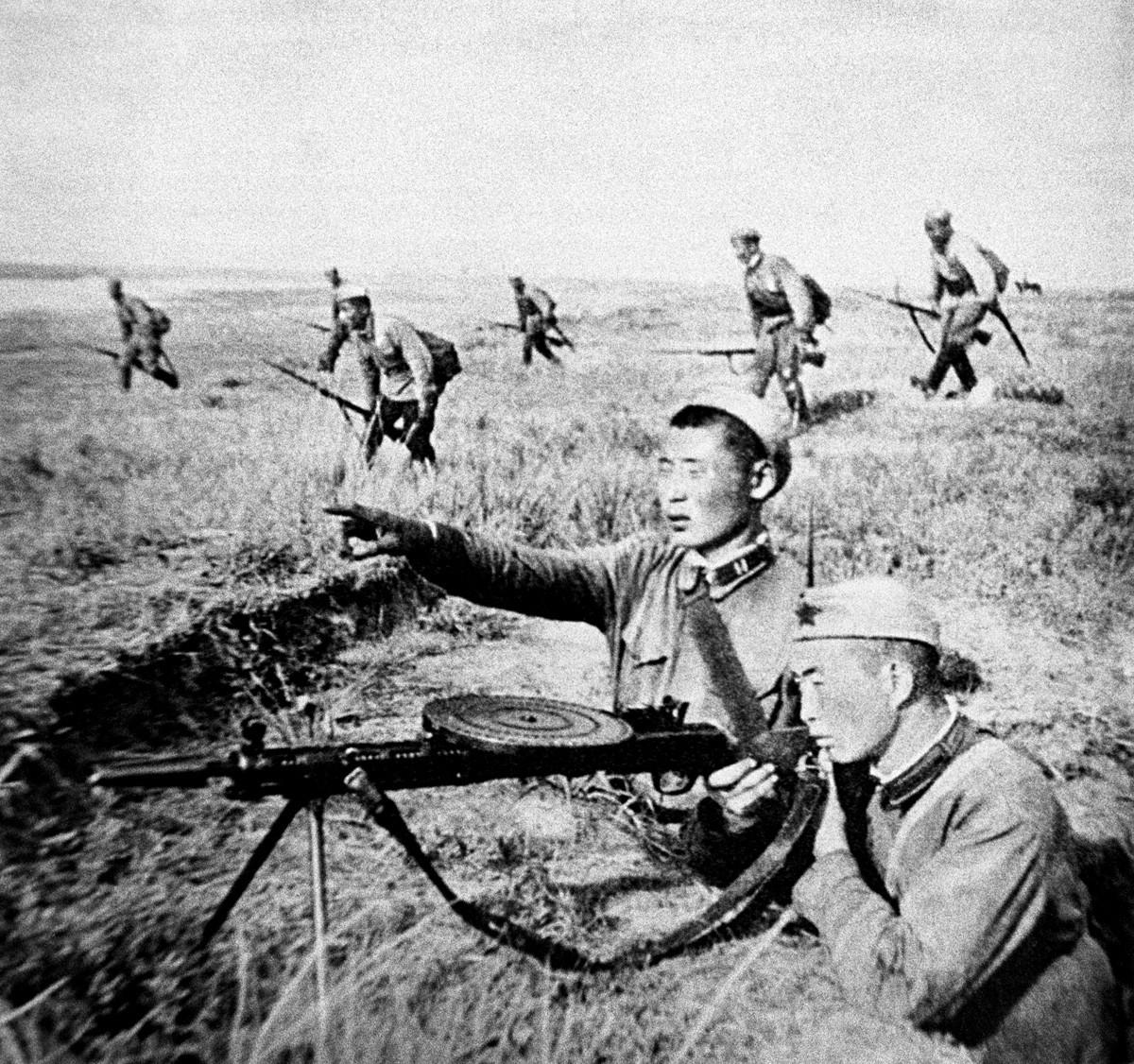 Монголы воюют на Халхин-Голе.