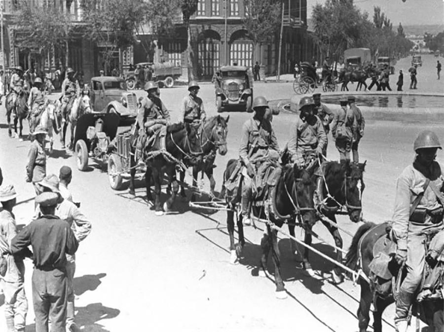 Por que Grã-Bretanha e URSS invadiram o Irã enquanto os nazistas estavam às portas de Moscou?