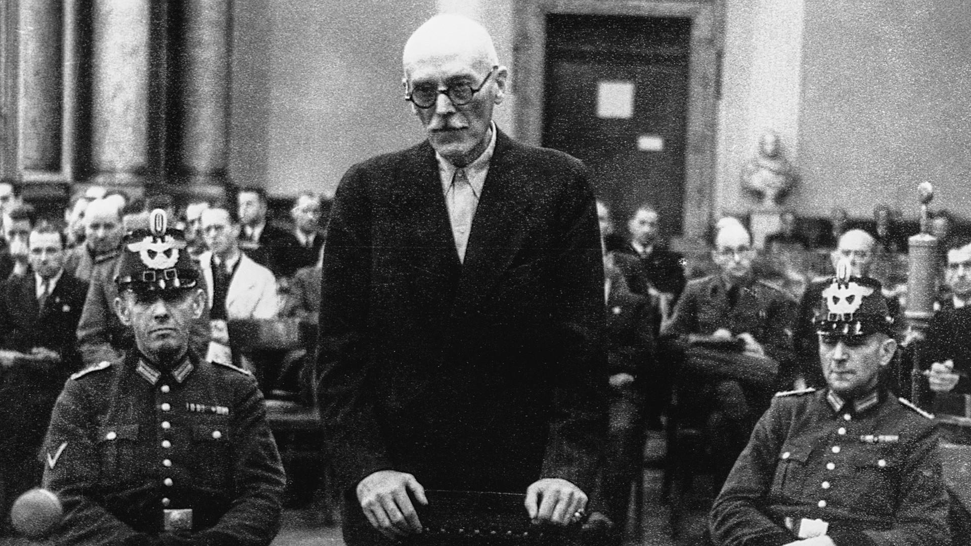 Граф фон дер Шуленбург ждет своей казни в августе. 1944.