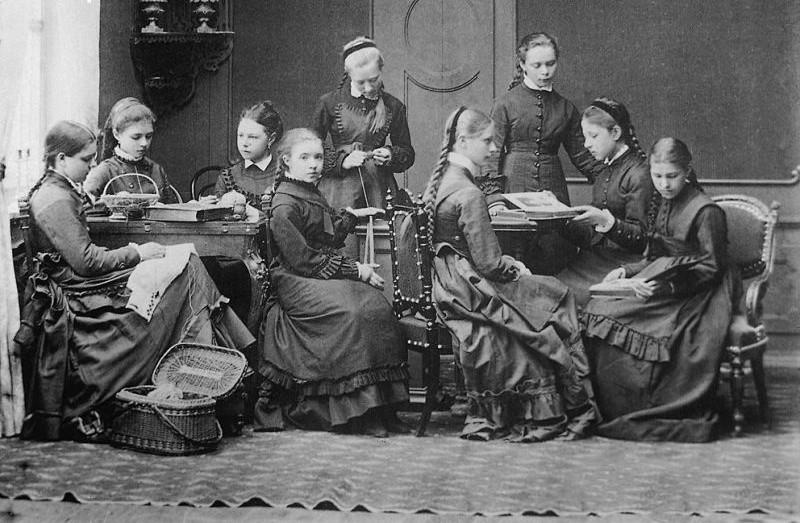 Absolventinnen des weiblichen Gymnasiums in Nischni Nowgorod