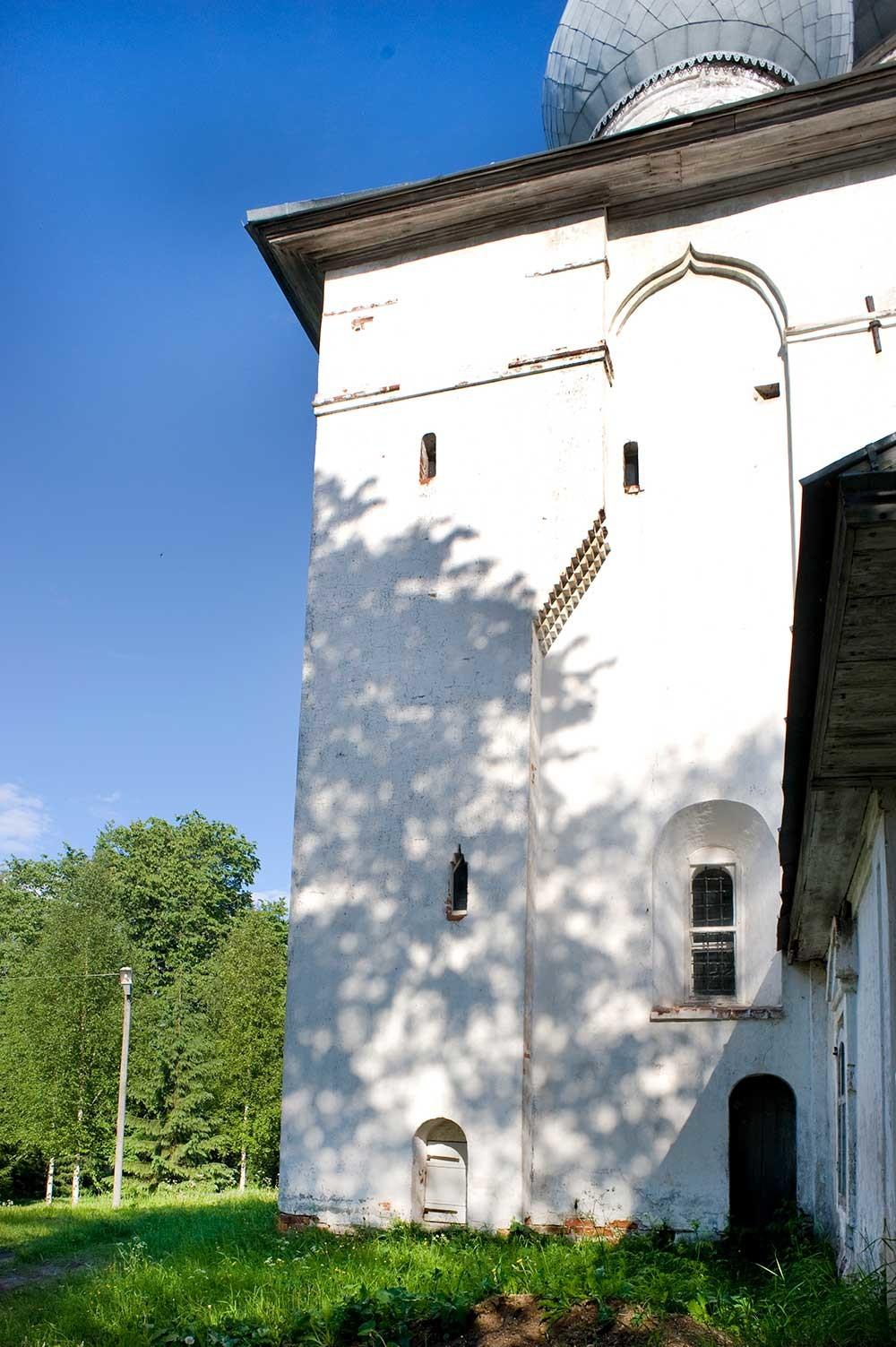 Church of the Dormition. West facade, northwest corner. Photo: June 2010