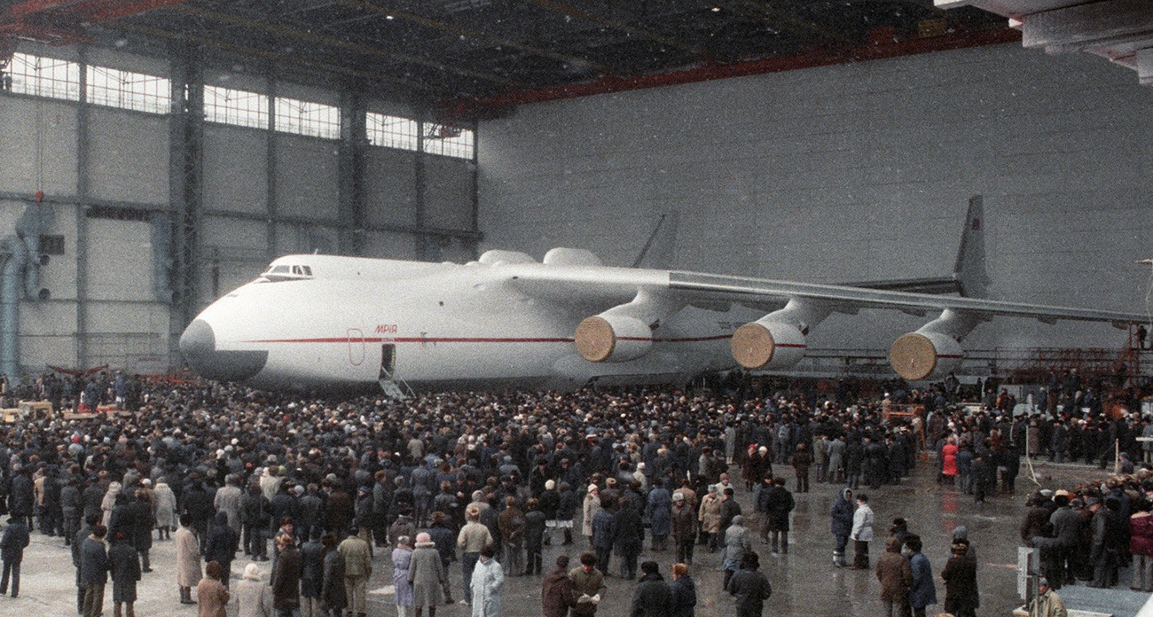Predstavitev novega supertežkega transportnega letala An-225 Mrija na aerodromu