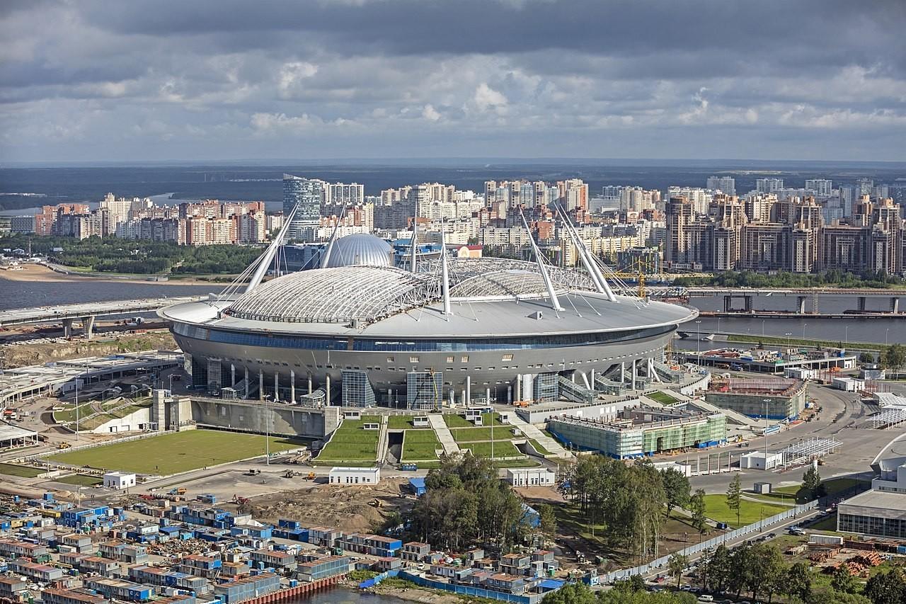 El estadio de Krestovski, también conocido como Gazprom Arena, que debe su nombre a su constructor, el gigante energético ruso, fue construido en 2017 y ahora alberga el famoso club local Zenit.