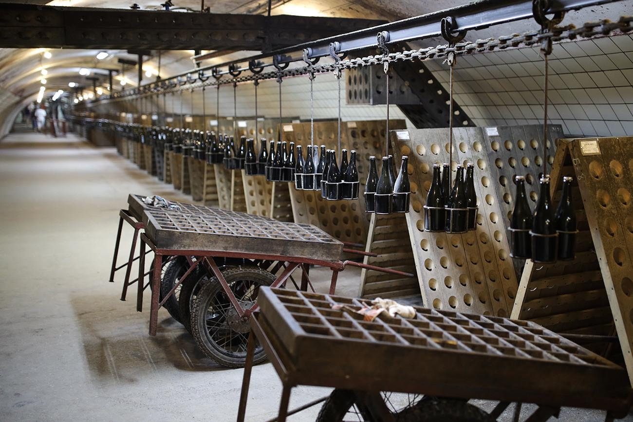 Ремюажное отделение на заводе Русского винного дома
