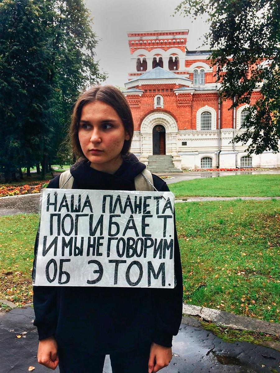 Karina Kuznetsova: Planet kita sekarat, tetapi kita tidak membahasnya.