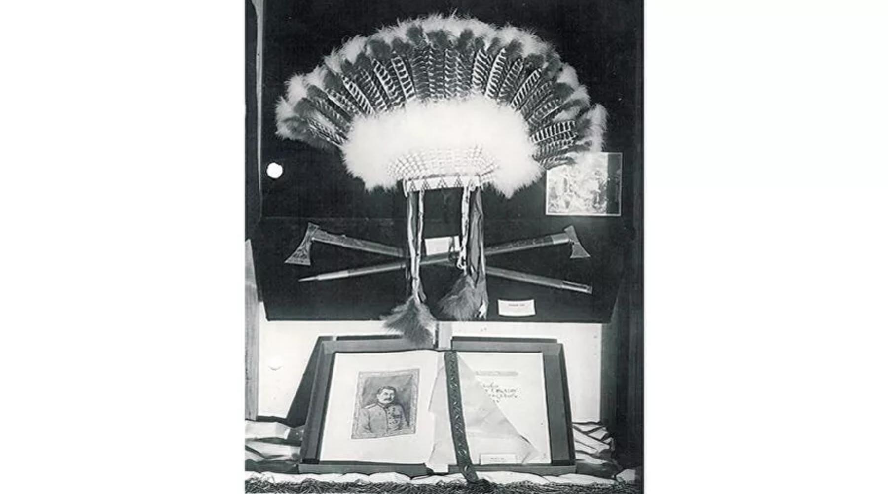 Национални индијански украс за главу на изложби поклона Стаљину