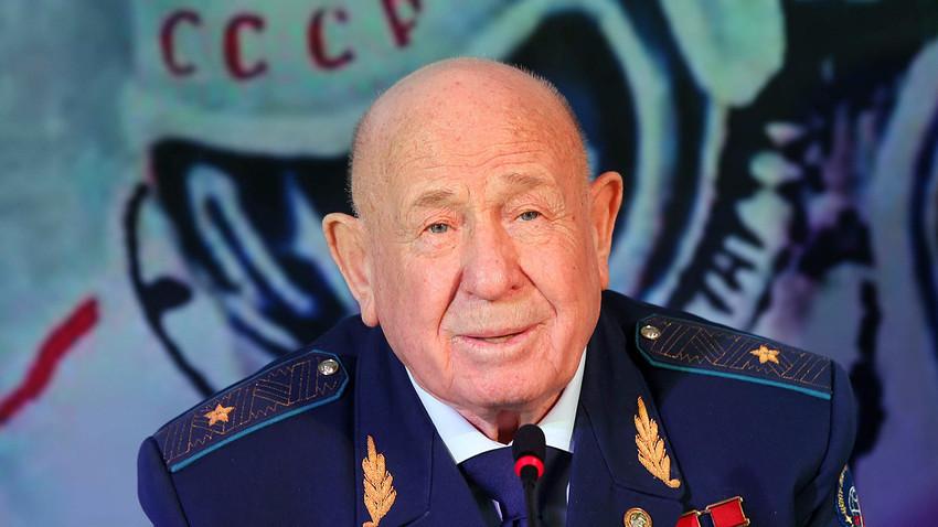 Sovjetski kozmonaut Aleksej Leonov na konferenciji za novinare na otvaranju Aleje kozmonauta u stambenom naselju Smaragdni brijegovi (Izumrudnije holmi) u Krasnogorsku u Moskovskoj oblasti.