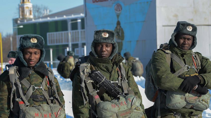 Arruolarsi nell'Esercito Italiano: Concorsi e Informazioni