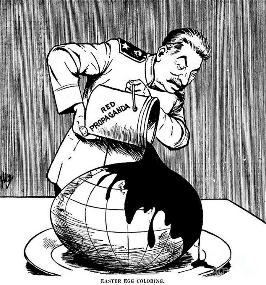 17. La 'propaganda roja' sirve a Stalin para decorar un huevo de Pascua… que no es otra cosa que el mundo.