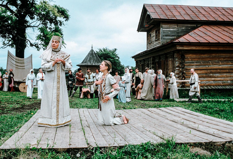 Theaterstück im Museum für Holzarchitektur